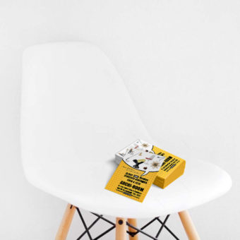 Flyers sur chaise design